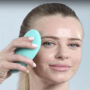 The NowMi device gently exfoliates the skin