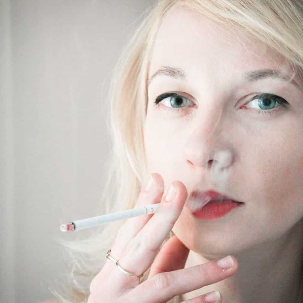 Smoking damages the facial skin NowMi